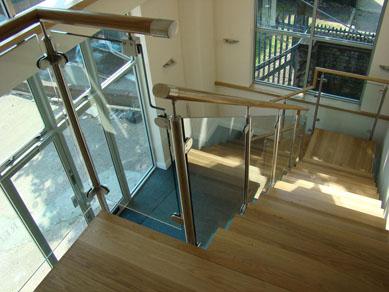 Szkło na balustrady balkonowe cena